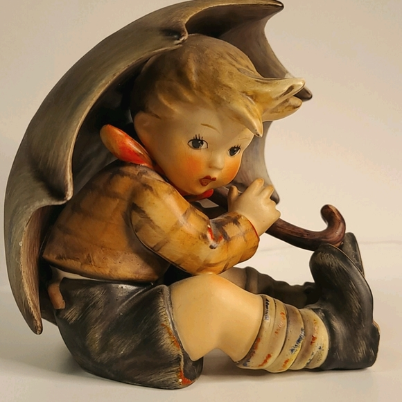 Vintage Umbrella boy hummel Figurine 152/0A TMK4